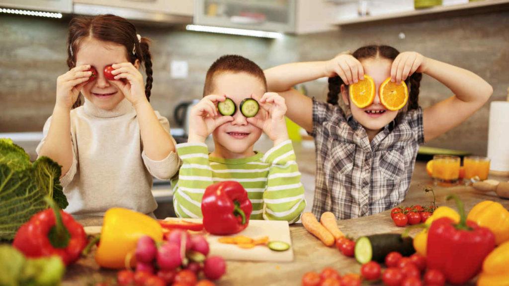 La imagen tiene un atributo ALT vacío; su nombre de archivo es ninos-alimentos-frutas-verduras-gettyimages_0-2-1024x577.jpg